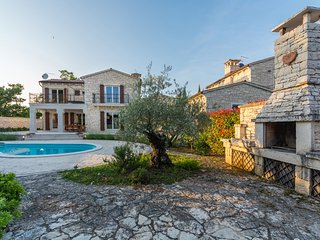 Authentic stone Villa Flora with a private pool and tennis court