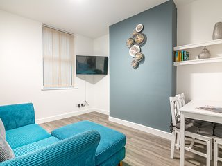 One Bed Self Contained Grd Floor Flat with parking close to City and University