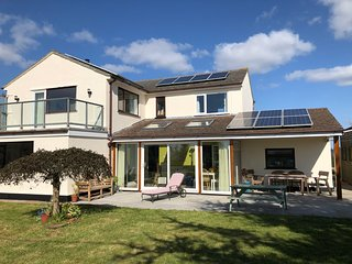 Fabulous 4 bedroom detached house with sea views. Large private gardens.
