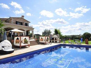 Villa de lujo con piscina,barbacoa.Columpios, Gym,Jacuzzi, billar,futbolín,WiFi