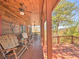 NEW! Rustic Cabin w/ BBQ ~9 Mi to Blue Ridge Lake!