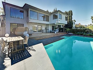 Lavish Beverly Hills Estate w/ Heated Pool & Spa - 5 Minutes to Rodeo Drive