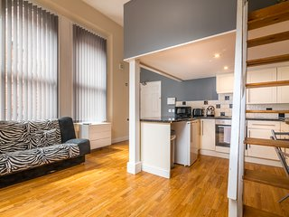 Self Contained Studio in City Centre with WiFi