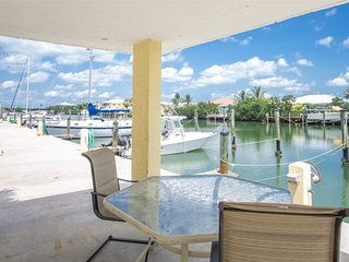 Turtle Nest 2bed/2bath condo with shared pool & dockage