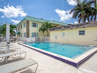 Turtle Nest 2bed/2bath updated condo with boat slip & pool