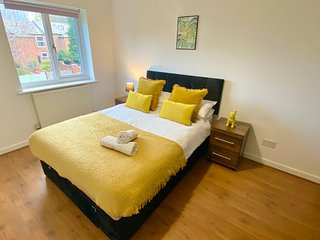 3-bed Townhouse Parking deep Cleaned