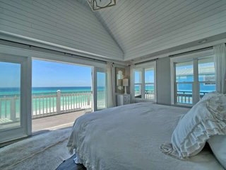 Beautifully Updated Gulf Front Home-Private Beach-Hot-Tub-FREE chair/umbrella se