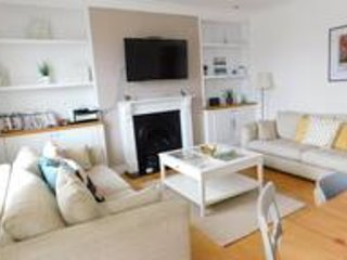 Central Location, Extremely Large Flat, Train & Beach 5 Minutes Walk, vacation rental in East Dean