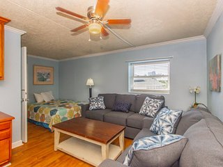 One Bedroom 2 Bath Apartment! Wave Rider 301