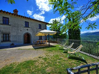 apartment in villa with pool in the chianti V, spacious lodging with terrace.
