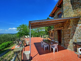 apartment in villa with pool in the chianti F, large accommodation with terrace