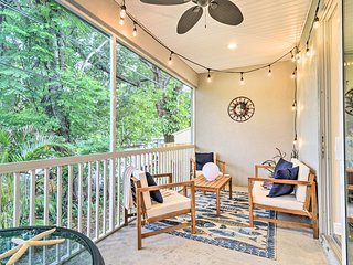 NEW! Airy, Coastal Townhome 6 Mi to Honeymoon Isle
