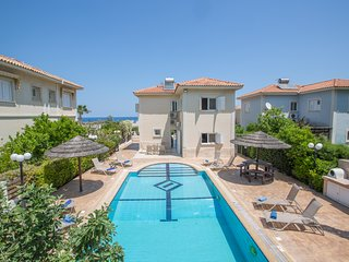 Jason 8, 4 Bedroom villa with pool, 50 meters from Fig Tree Bay Beach