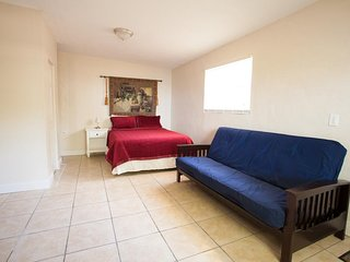 Spacious Studio, Full Kitchen, Mini Split Air, Waterview, Beach, Marina, Apt #2