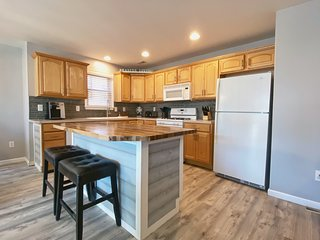 Just remodeled. Stunning 3 bdrm condo 2 blocks to beach/boardwalk.