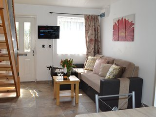 The Mews 1 Apartment with FREE parking