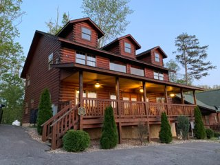 6 Bedroom Cabin 1.5 Mile from Dollywood - Hot tub Preview listing View calendar