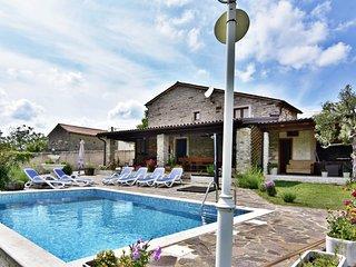 Villa Anna Groznjan con piscina riscaldata, Wifi, per gruppi e famiglie,3 camere