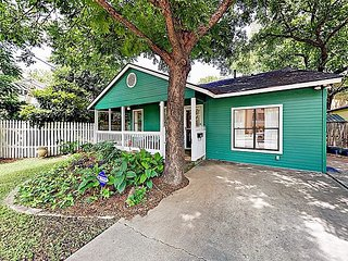 Stylish Hideaway w/ Charming Backyard - Close to Zilker Park & Downtown