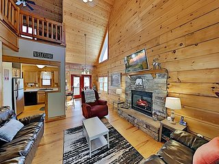 Scenic Hide-A-Way Cabin: Private Hot Tub & Pool - Minutes to Wolf Ridge