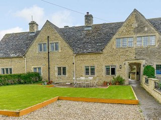Traditional and Stylish Cottage in the Cotswolds