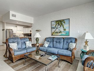 Great condo in the heart of Port Aransas! Ship Channel view!