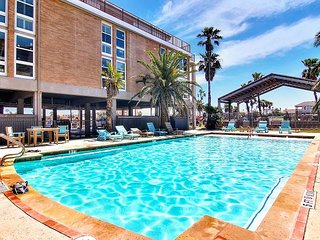 The best of the best at  Channelview!  Private pier, and pool!
