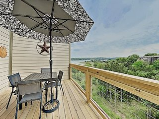 Lake & Greenbelt Views from 2 Decks! 2BR w/ Loft at Village of Point Venture