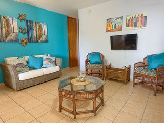 Puerto Salinas 3 bdrm fully air conditioned garden apartment, WiFi, 2 parkings
