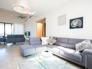 Luxury 4 Bedroom PH at Solarea Beach Resort