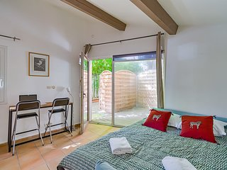 Studio Oumbro quiet with parking in Aix center by easyBNB