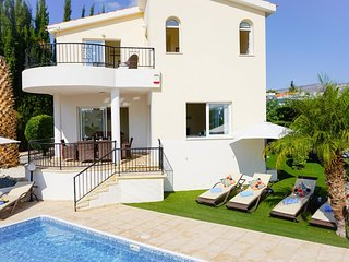 Villa Soraya I - Perfectly located Villa with BBQ, WIFI and UK channels. Only