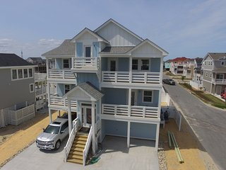 New 2021 Six Bedroom / Three King Masters / Steps To The Beach