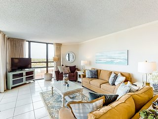 New listing! Waterfront condo w/Gulf views, shared pool/hot tub, beach bar