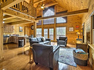 Comfortable Log Home ~ 4 Miles to Shenandoah River