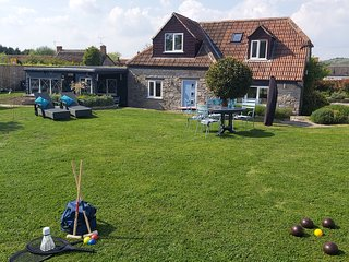 Bluebell Lodge, Hot Tub, country views, Close to pub, splash pool, BBQ sleeps 8