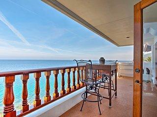 NEW! Oceanside Pet Friendly Villa in Hamilton Cove