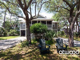 The Treehouse - Private Beach Access & Dock on Tidal Creek w/ Beautiful Views