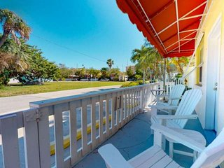 Private Cottage with Large Patio Area. Great Family Location. Pool, Water Toys,