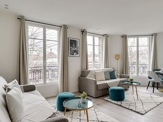 155 Suite Georges, Marvelous 1 BDR APT, New, Paris