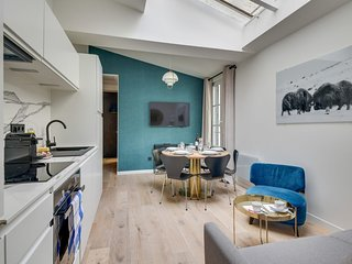 141 Suite Klein, townhouse style APT, Marais, Paris