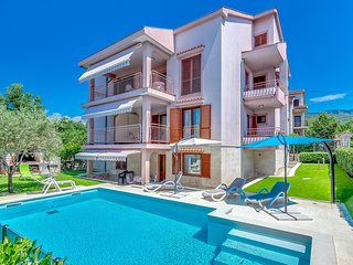 Stunning home in Jadranovo with WiFi and 4 Bedrooms (CKA020)