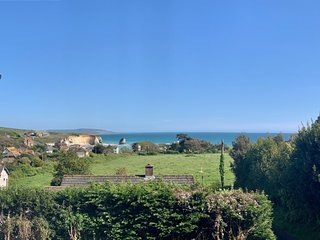 2 Bedroom Flat (2nd Floor) at Freshwater Bay. Sea Views. Balcony. Parking. Wifi.