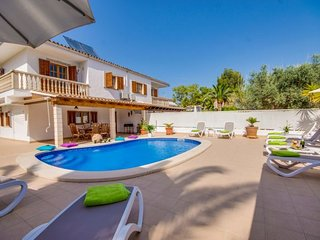 Playa de Muro Holiday Home Sleeps 8 with Pool Air Con and WiFi - 5837459