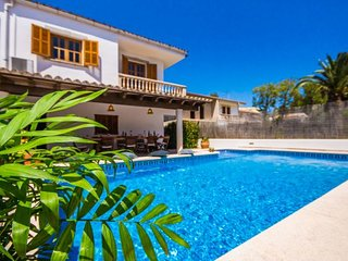 Playa de Muro Holiday Home Sleeps 6 with Pool Air Con and WiFi - 5837443