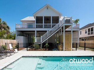 Pompano Pool House - Private Pool & Easy Walk to the Beach; Pet Friendly