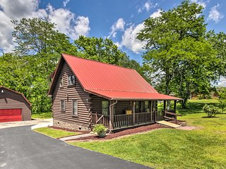 Rustic Log Cabin w/Screened Deck, 8Mi to Dollywood