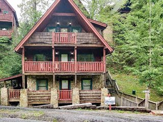 Summer Special*Streamside Getaway 10% off 5/27-7/1 - Close to Pigeon Forge-Pool