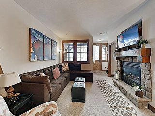 All-Season Outdoor Adventure - Quiet Condo Near Ski Slopes & Hiking Trails