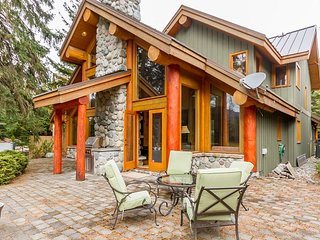 *NEW* Luxury Family Chalet on Nicklaus North Golf Course with & Mountain view